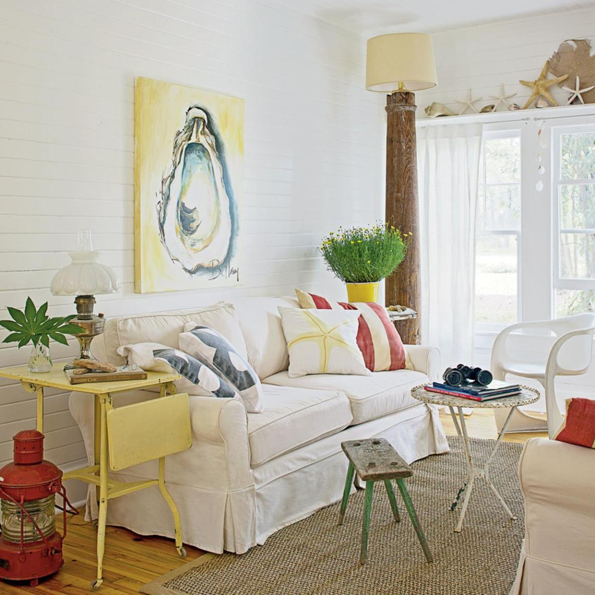 Yellow Cottage Living Room Decorating Ideas 31