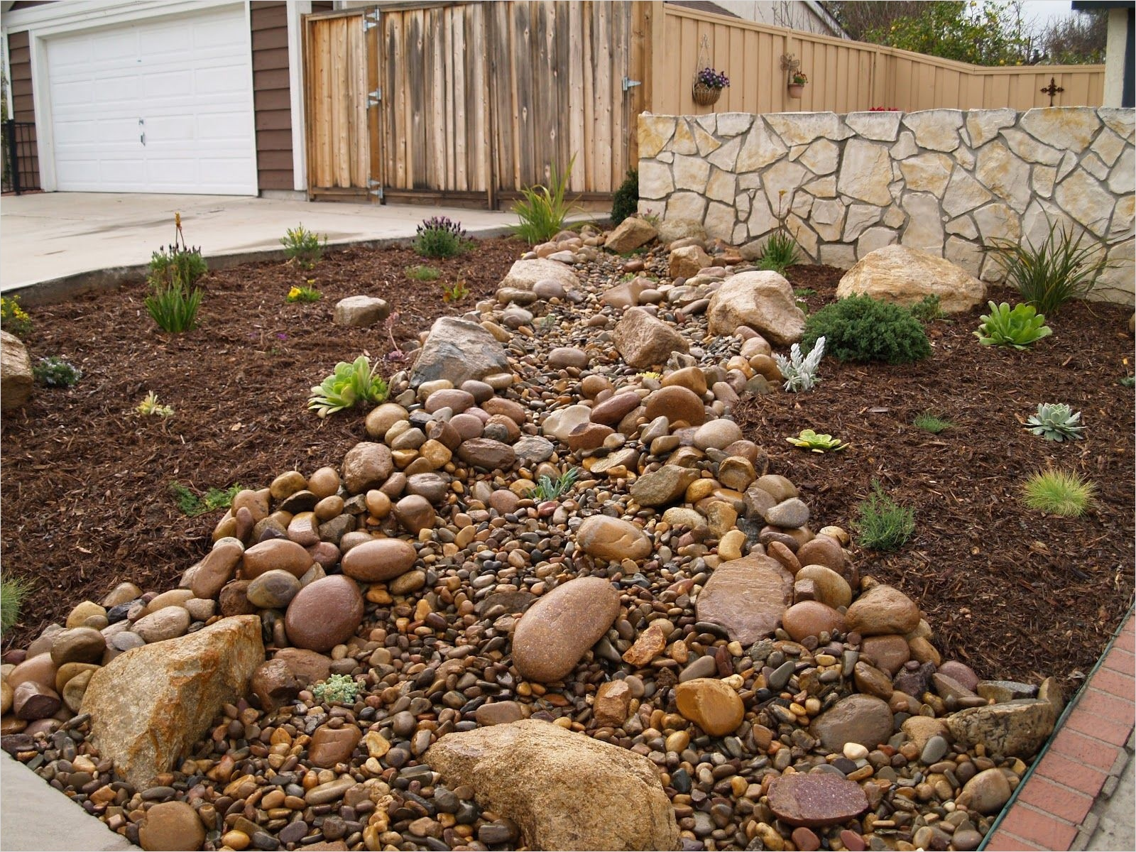 43 Perfect Gravel Landscaping Ideas 72 Gravel Mulch Landscaping Two Mulch Landscaping Types 3
