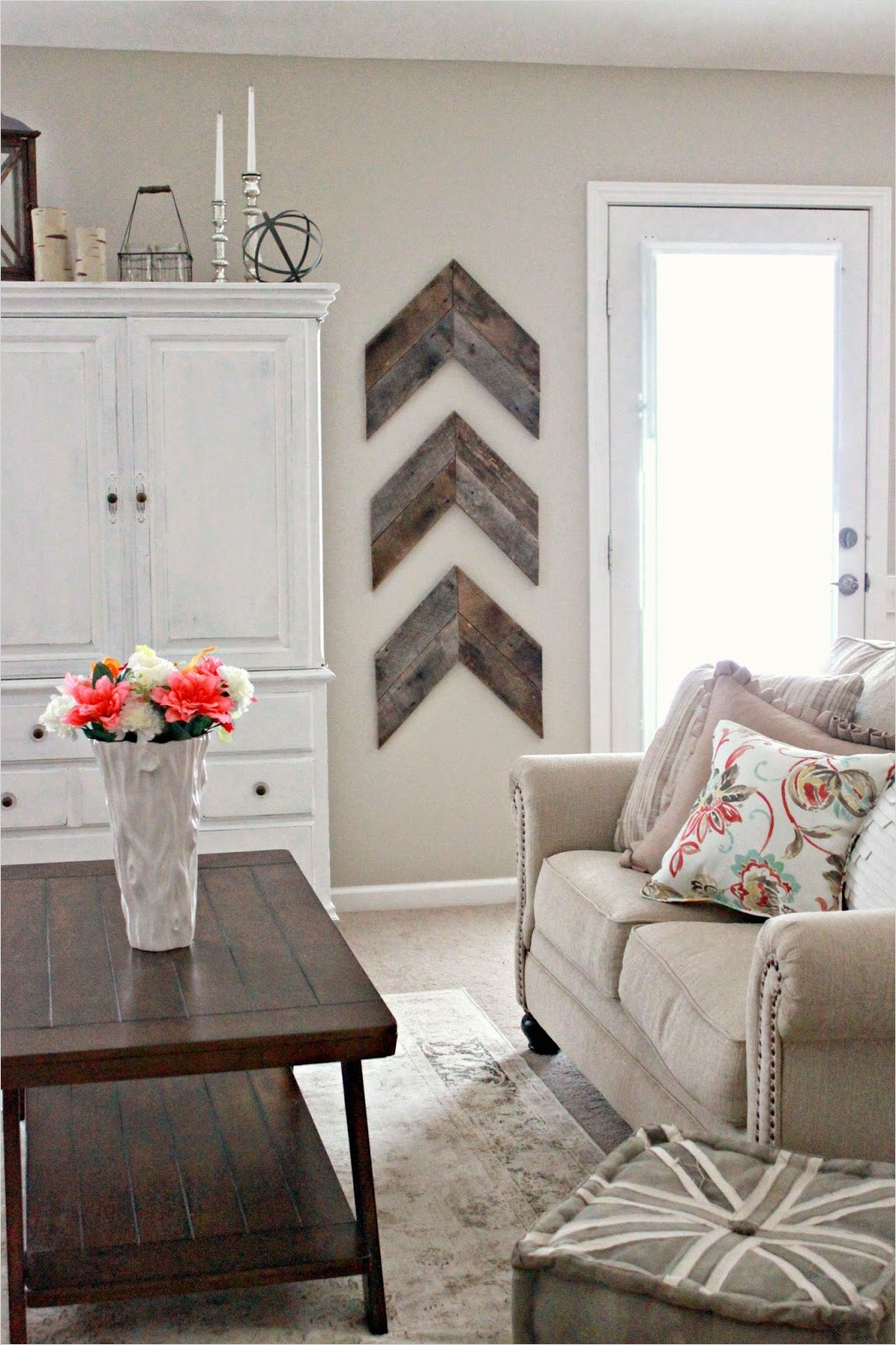 40 Creative Ideas Wall Decor for Living Room 73 15 Striking Ways to Decorate with Arrows 6