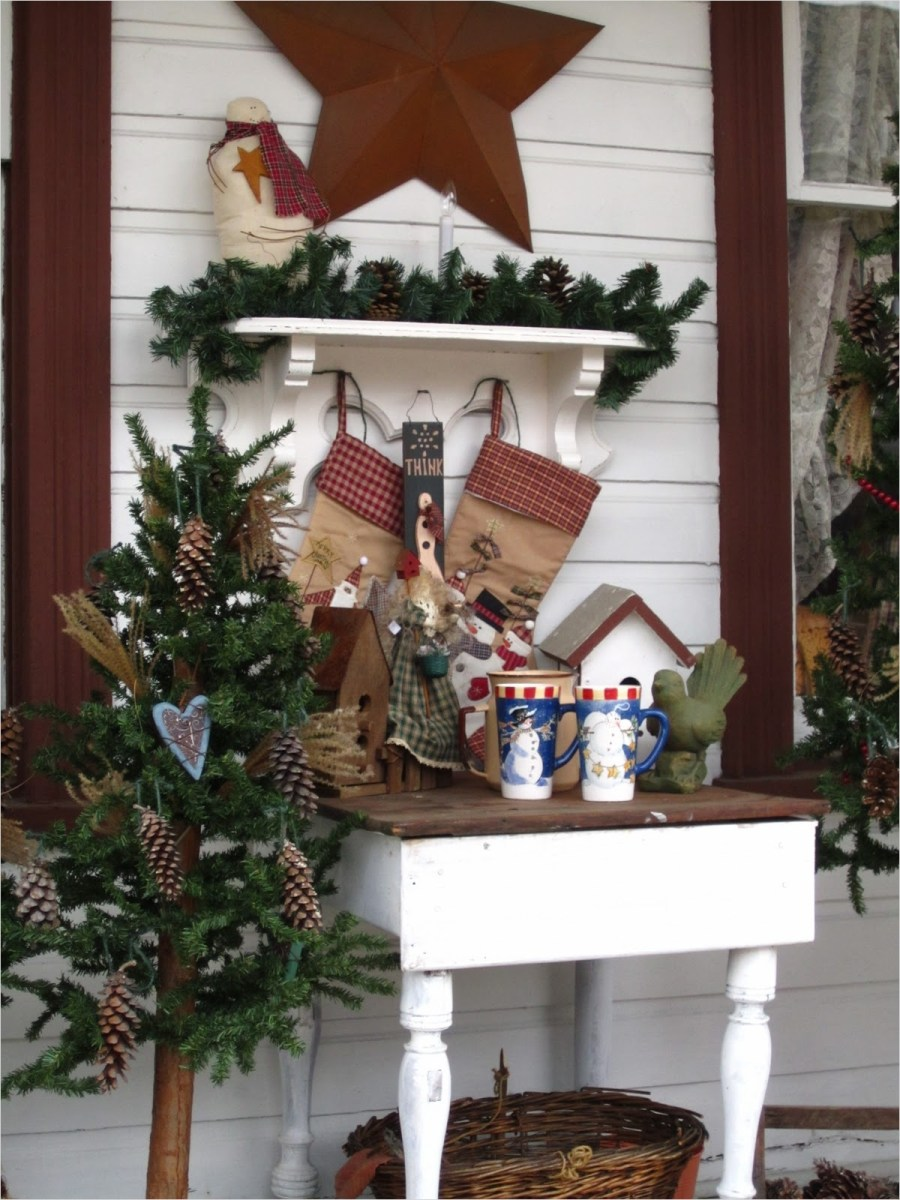 41 Amazing Country Christmas Decorating Ideas 27 Suesjunktreasures Rustic Country Christmas On My Front Porch 8
