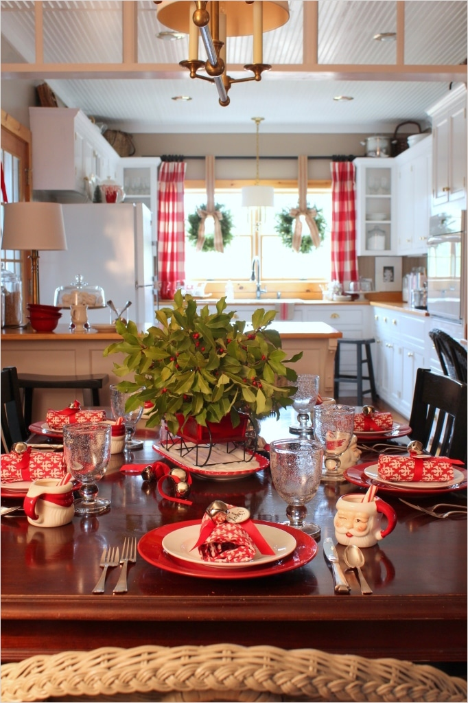 42 Awesome Kitchen Christmas Decorating Ideas 83 14 Fabulous Farmhouse Christmas Kitchens 5