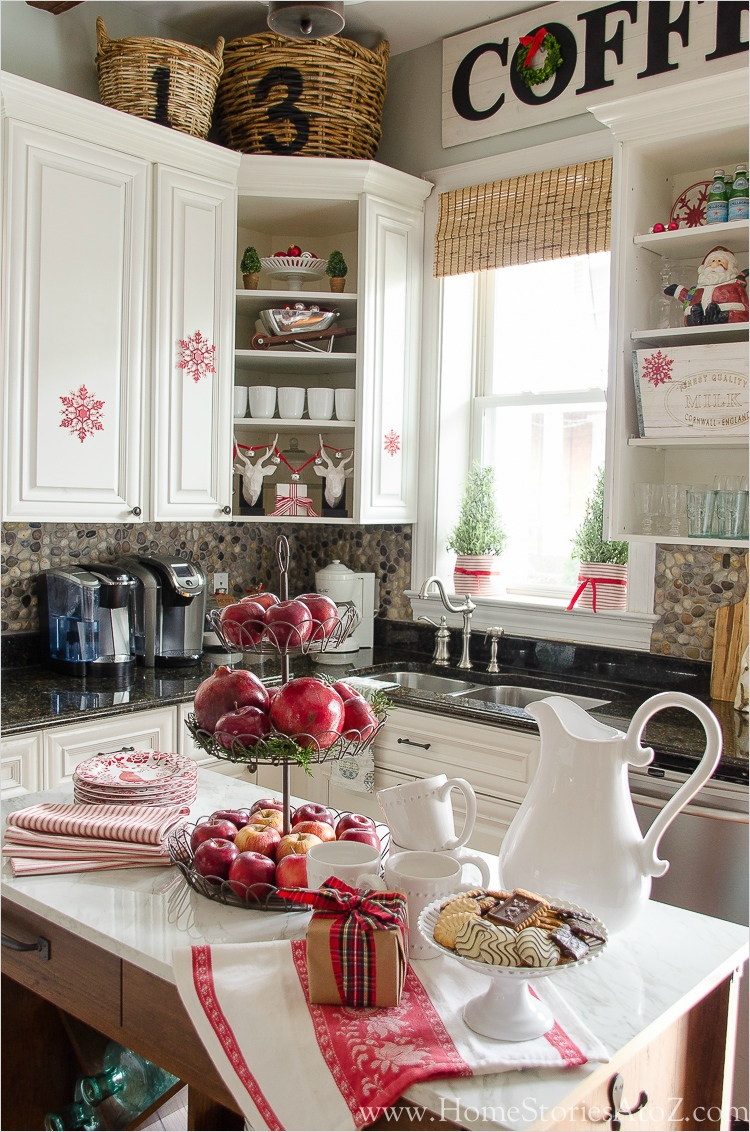 42 Awesome Kitchen Christmas Decorating Ideas 96 Christmas Kitchen 5