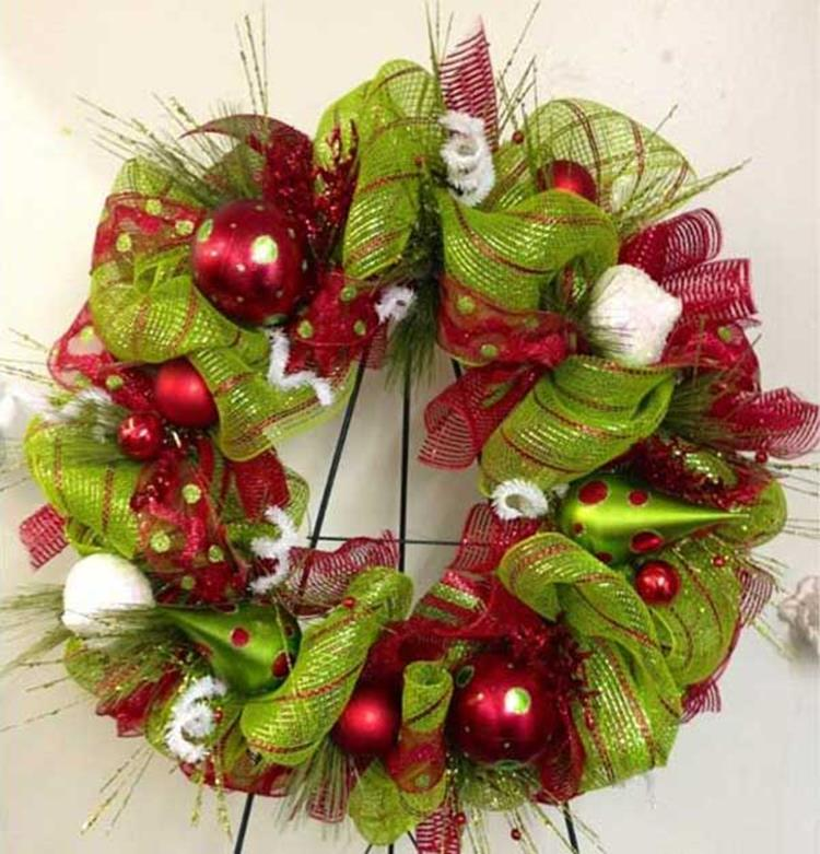 Best 40 DIY Christmas Wreath Ideas 21