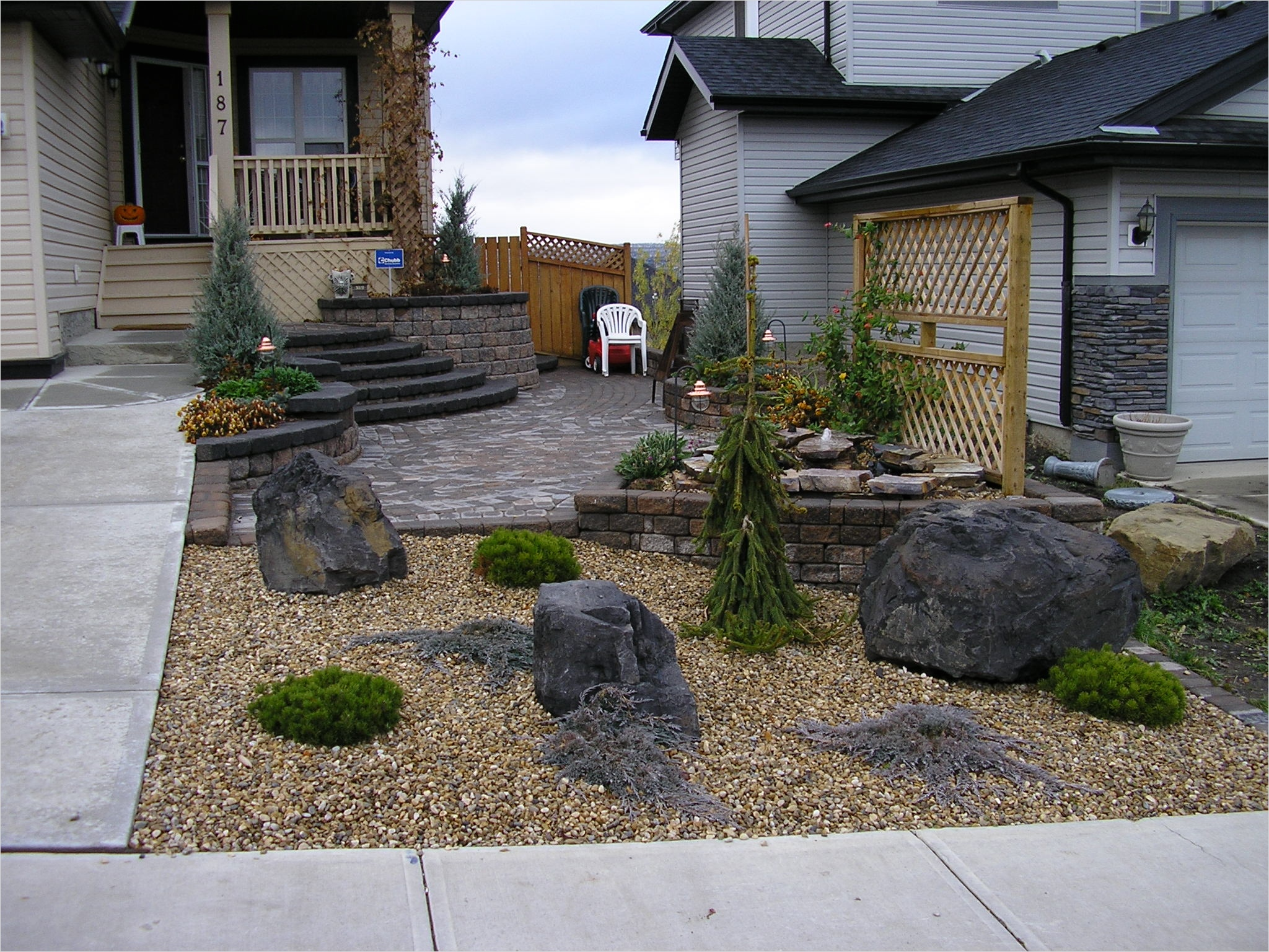 35 Perfect Front Yard Landscaping Ideas with Rocks 86