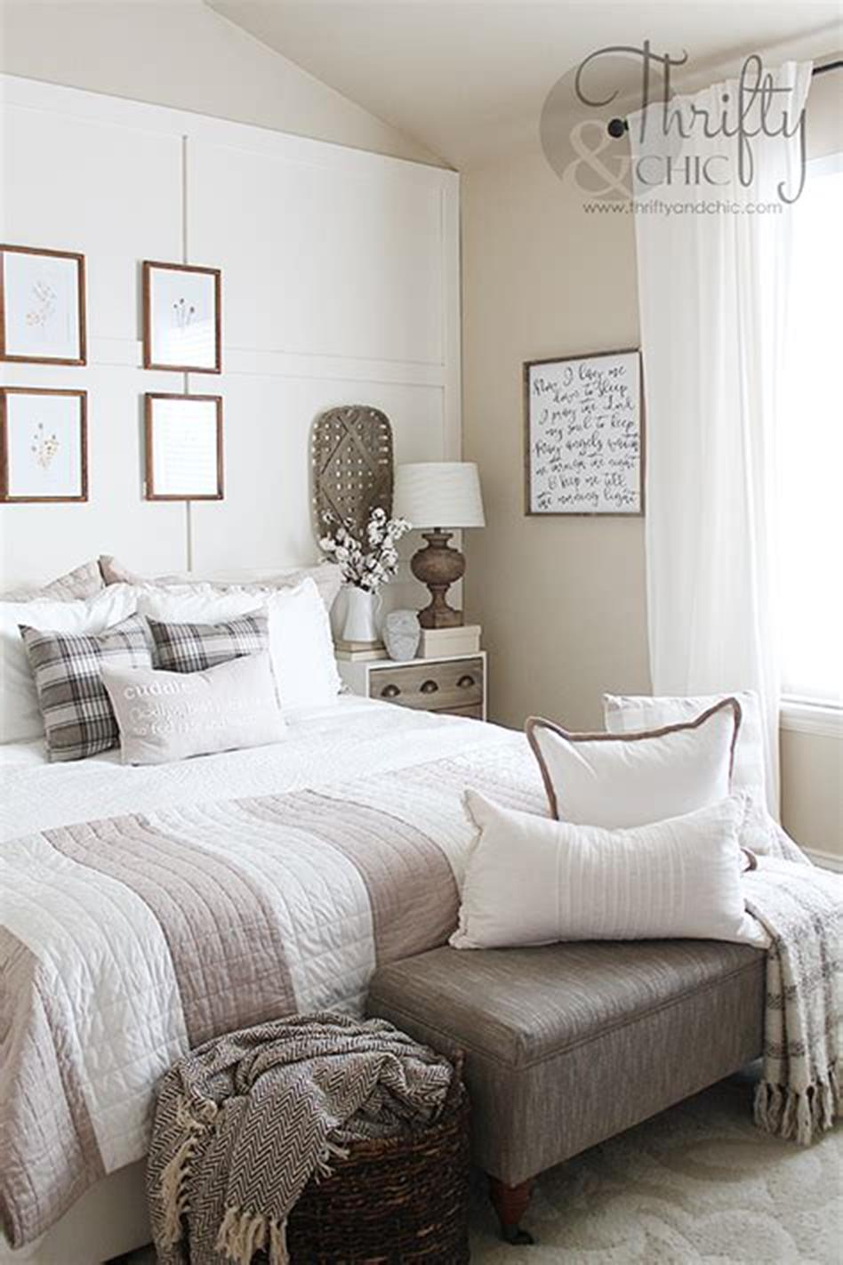 48 Stunning Farmhouse Master Bedroom Design Ideas 2019 37