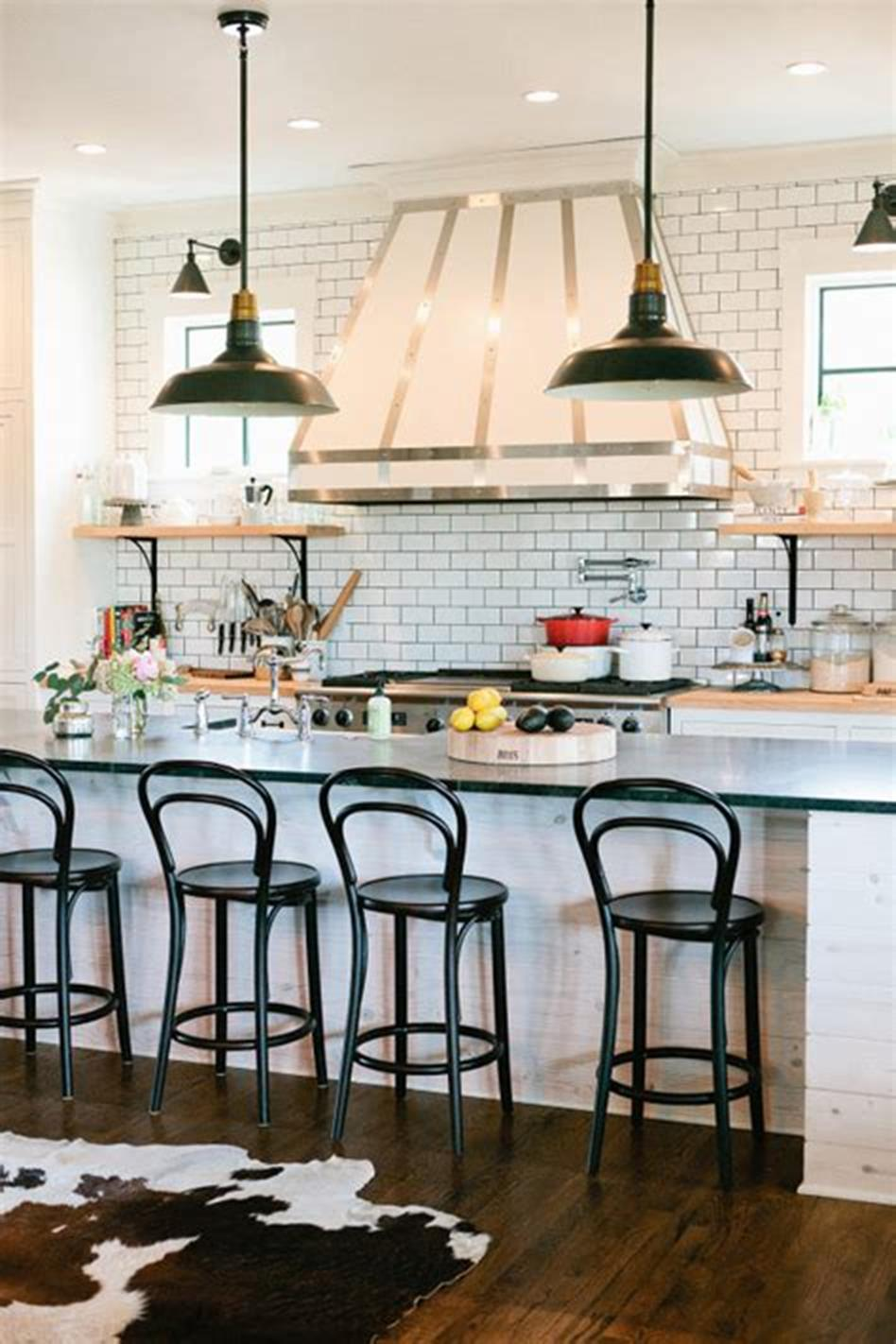50 Inspiring Farmhouse Style Kitchen Lighting Fixtures Ideas 63