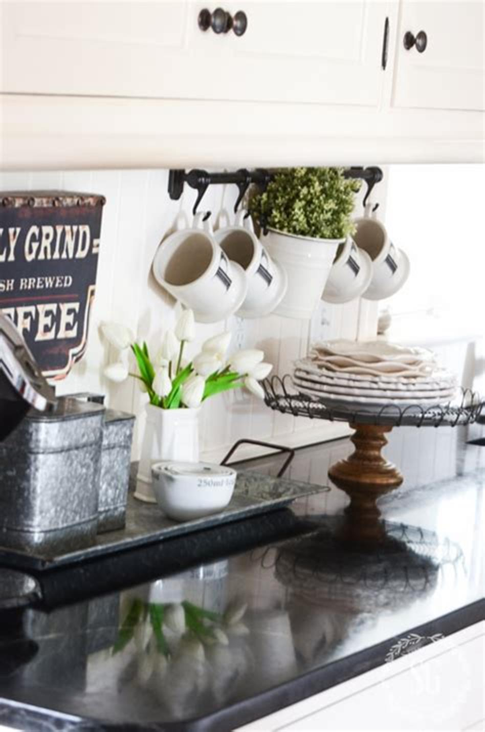 37 Beautiful Farmhouse Spring Decorating Ideas On a Budget for 2019 19