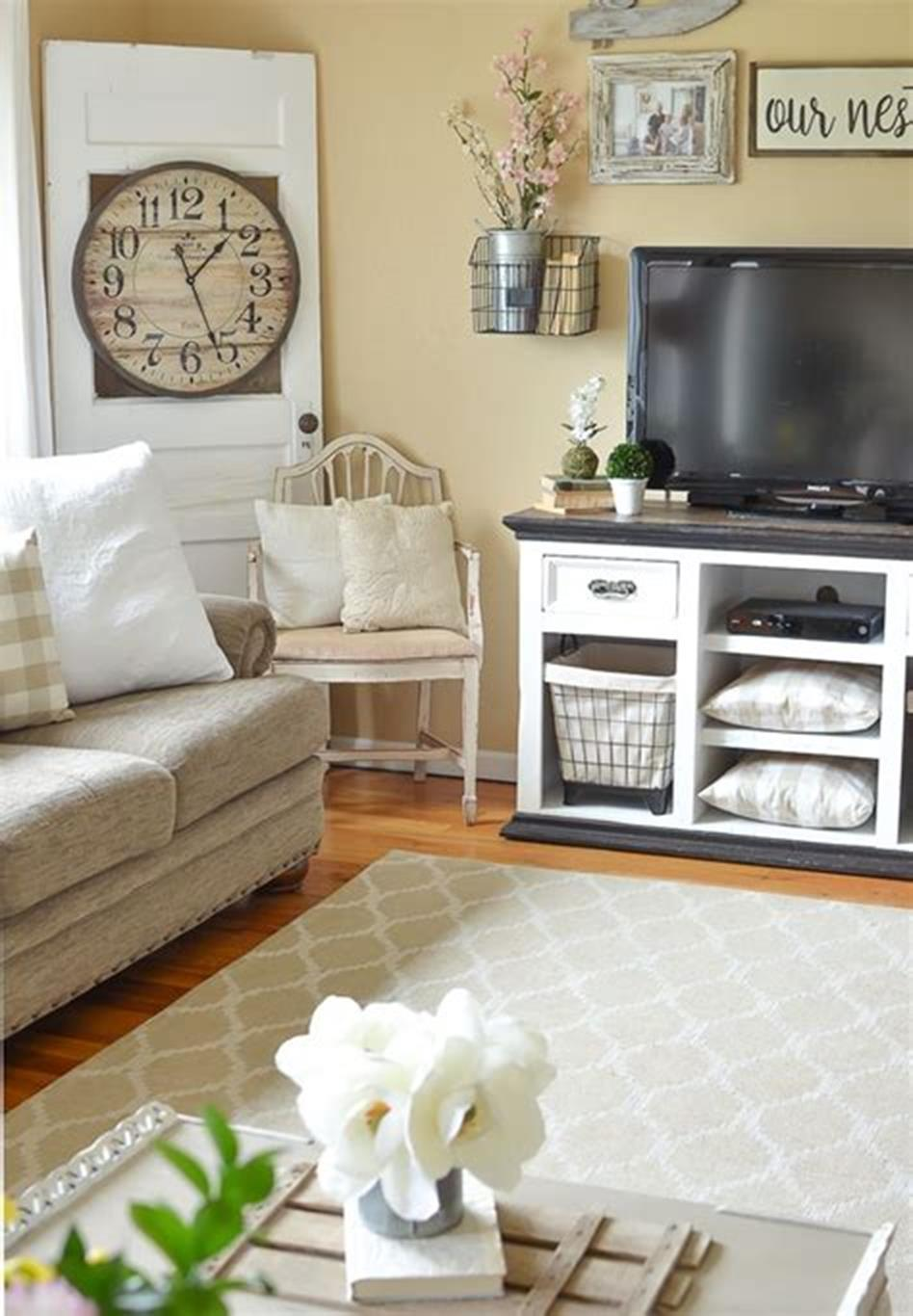 37 Beautiful Farmhouse Spring Decorating Ideas On a Budget for 2019 38