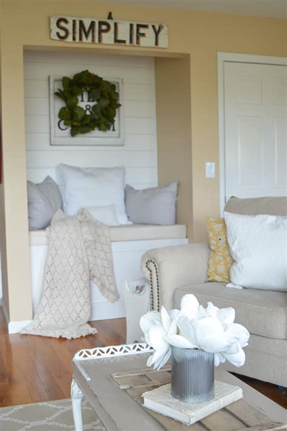 37 Beautiful Farmhouse Spring Decorating Ideas On a Budget for 2019 48