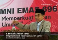 Kyai Hasan Abdullah Sahal dalam reuni alumni Gontor 696