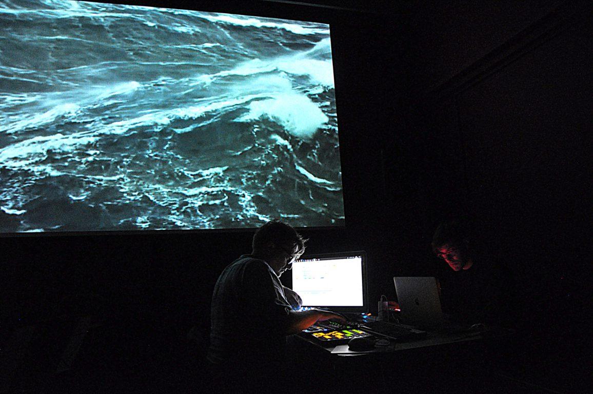 Music for Installations tijdens een performance in PostX Merelbeke