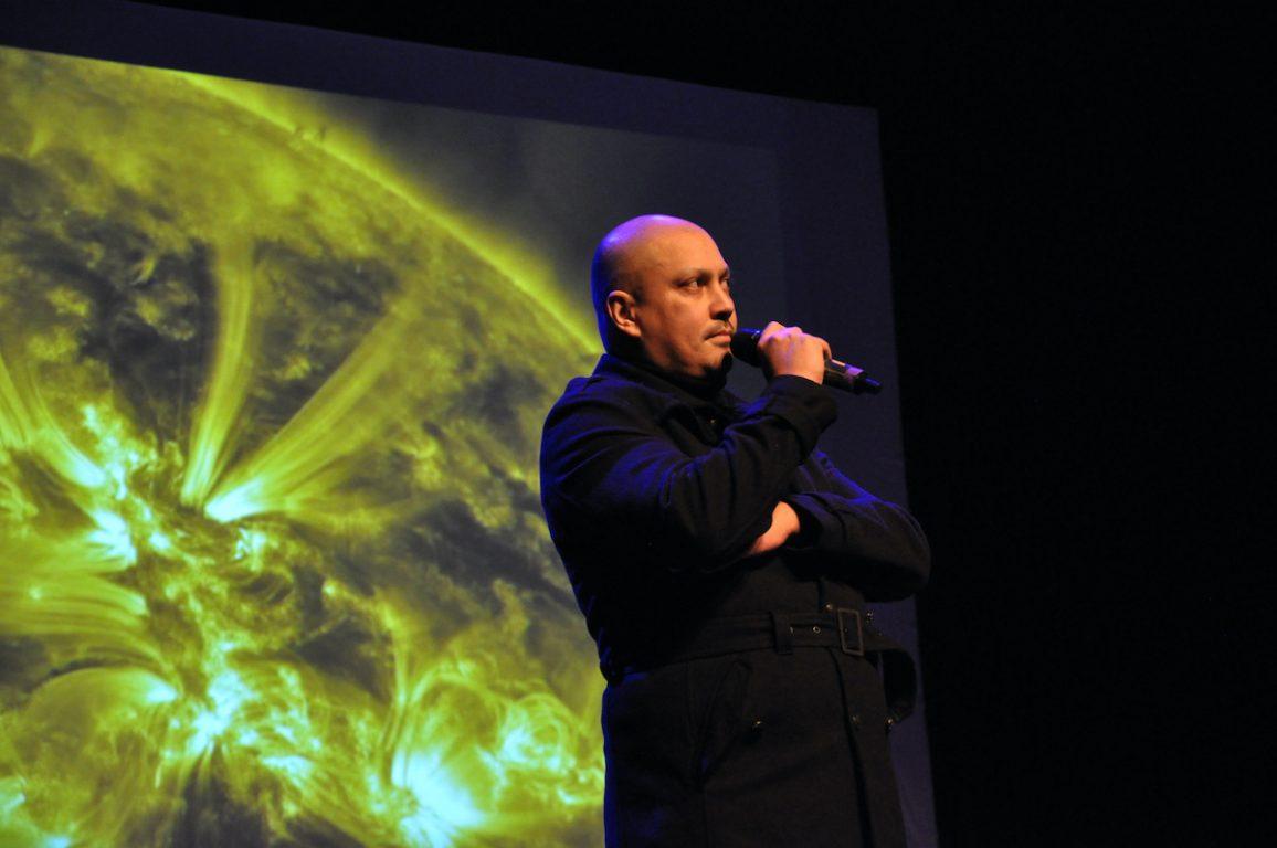 Michael Stordeur tijdens de Andre Stordeur Tribute in het Antenna Festival in Evergem