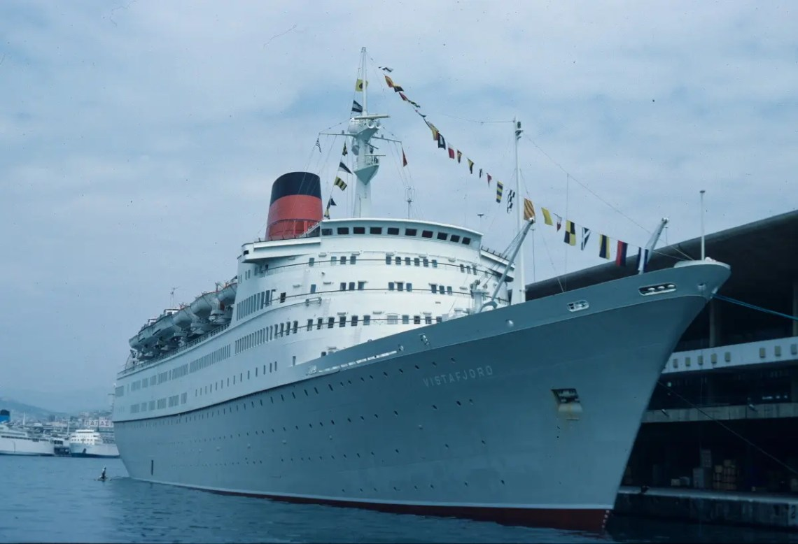The cruise ship Vistafjord in Piraeus in 1984