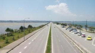 沖縄のドライブなら海中道路がおススメ、きれいな海を眺めた後は伊計ビーチでマリンスポーツで遊べます