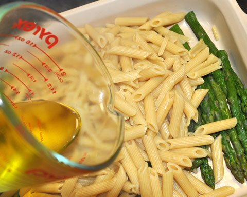 penne noodle and asparagus