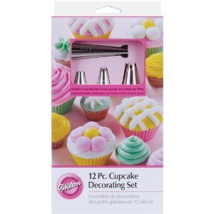 Wilton 2104-6667 12 Piece Cupcake Decorating Set