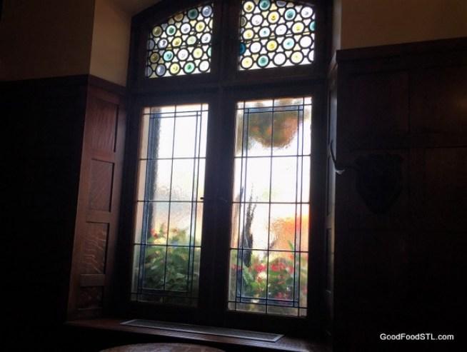 Window at Das Bevo