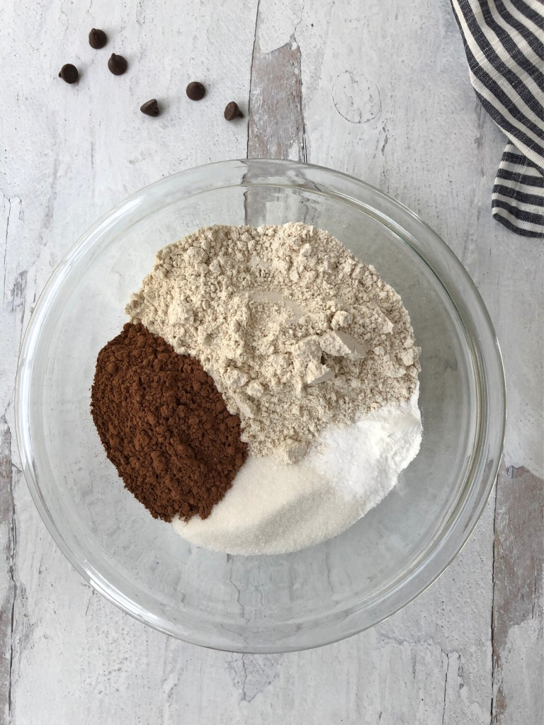 a bowl of the dry ingredients needed for pudding cake