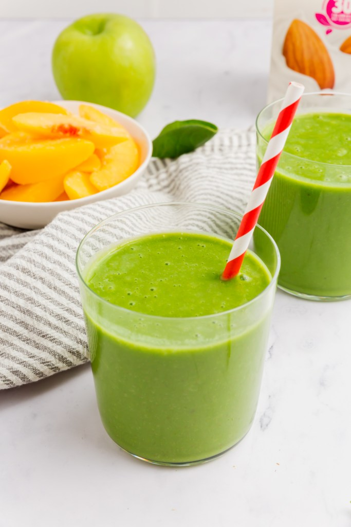 Picture of the final green smoothies with a straw.