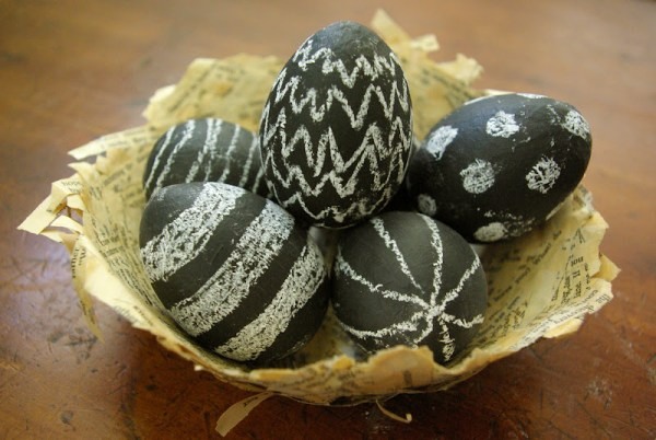 Chalk board easter eggs-paaseieren versieren-GoodGirlsCompany-decorating easter eggs