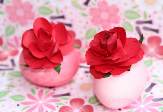 Paaseieren versieren met rozen-Action knutselwerkjes-GoodGirlsCompany-decorating easter eggs