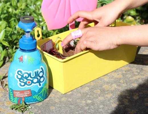 buitenspelen bevorderen-Squid Soap-GoodGirlsCompany-leuke activiteiten voor kinderen in de tuin