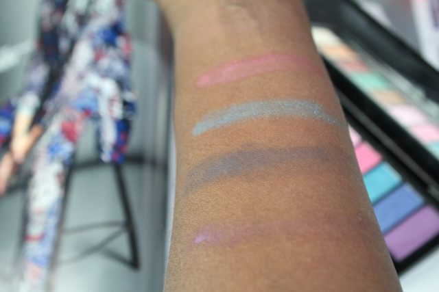 ZomerCarnaval look met L'Oreal La Palette Glam Eyes_GoodGirlsCompany_swatches