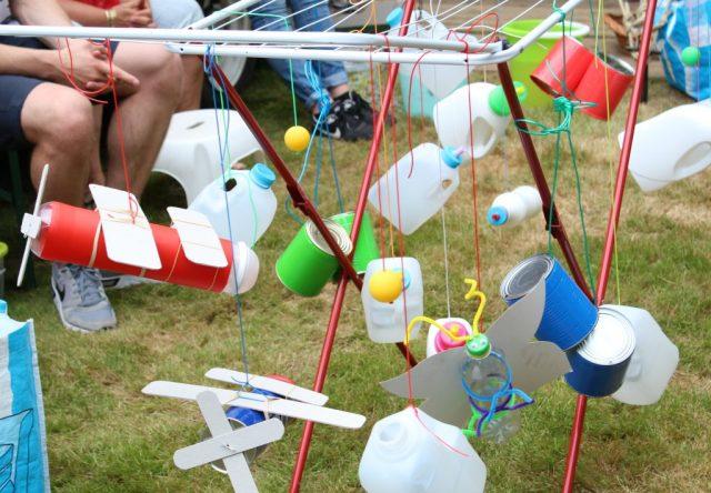 De parade_GoodGirlsCompany_festival met kinderen