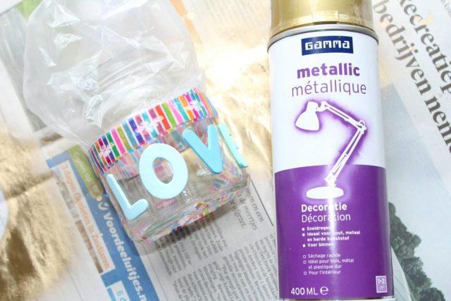 metallic verfspray Gamma ervaringen_knutselen_GoodGirlsCompany_Back to school DIY gouden pennenbakjes