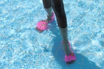 ockyz-sweakers-zwemsokken-voorkomen-uitglijden-bij-zwembad_goodgirlscompany