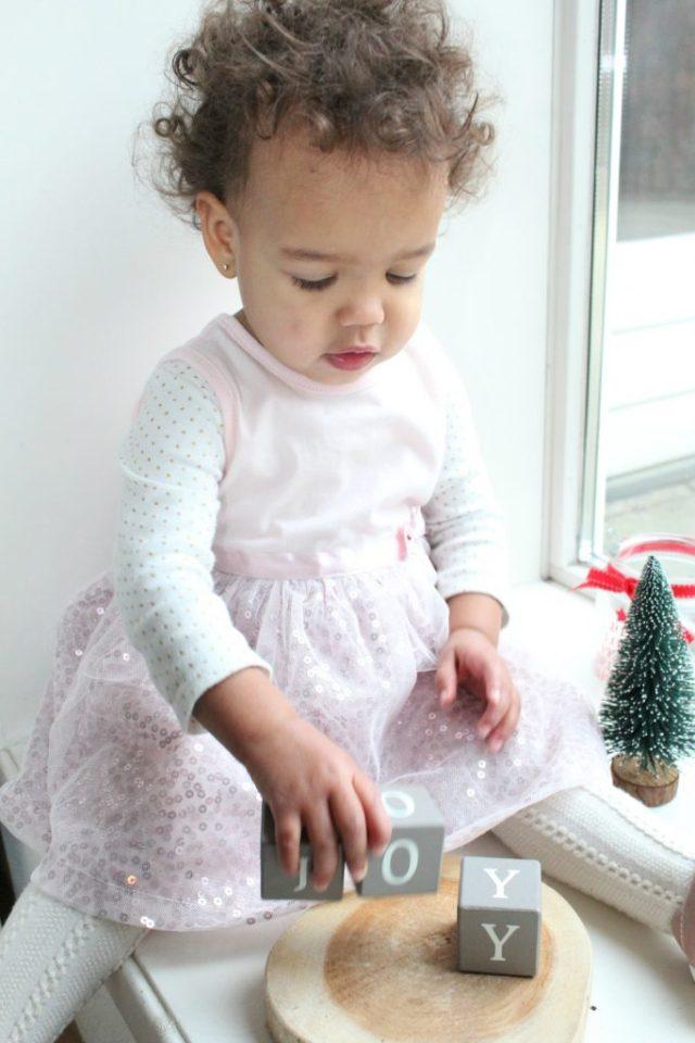 Kerstkleding-van-Zeeman-babys-roze-jurkje-GoodGirlsCompany-feetkleding-voor-meisjes