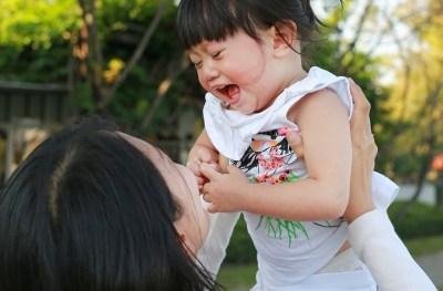Als-baby's-altijd-bij-je-huilen-komt-dat-omdat-je-lelijk-bent-GoodGirlsCompany