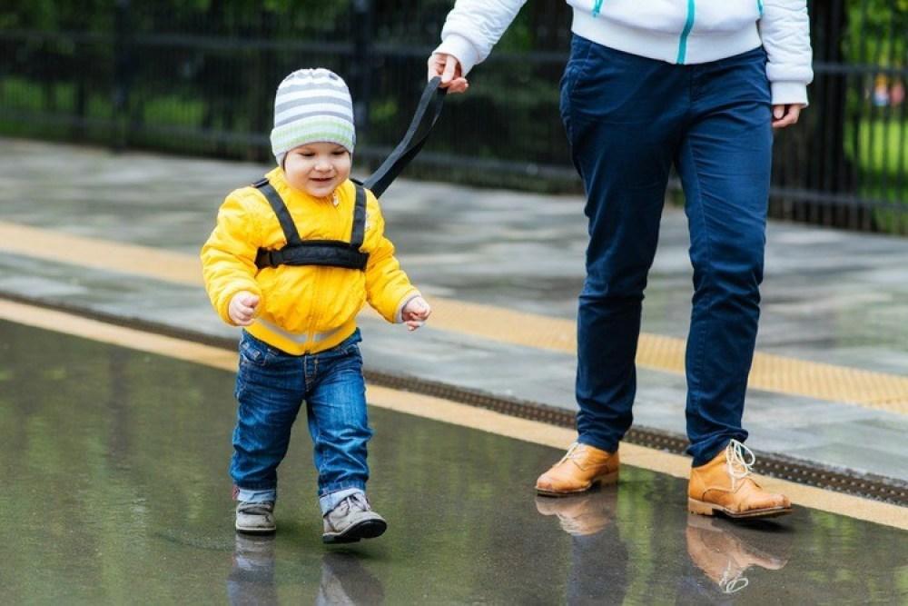 je kind veilig aan een tuigje-GoodGirlsCompany
