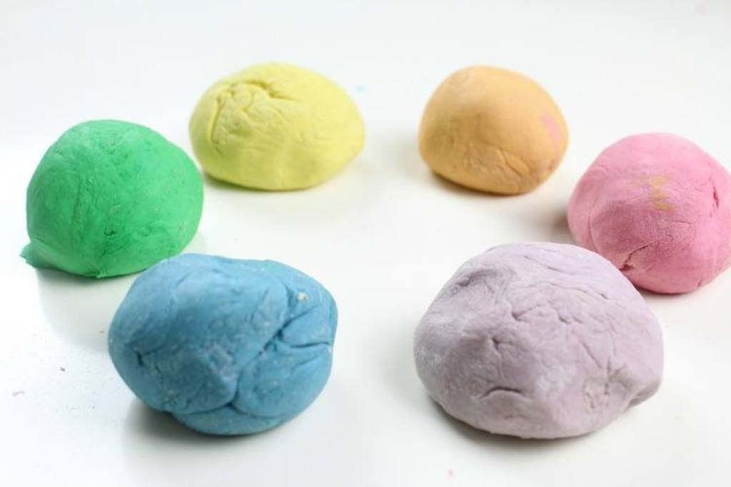 play dough maken-GoodGirlsCompany
