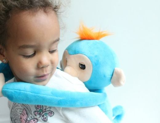 Fingerlings Hugs review