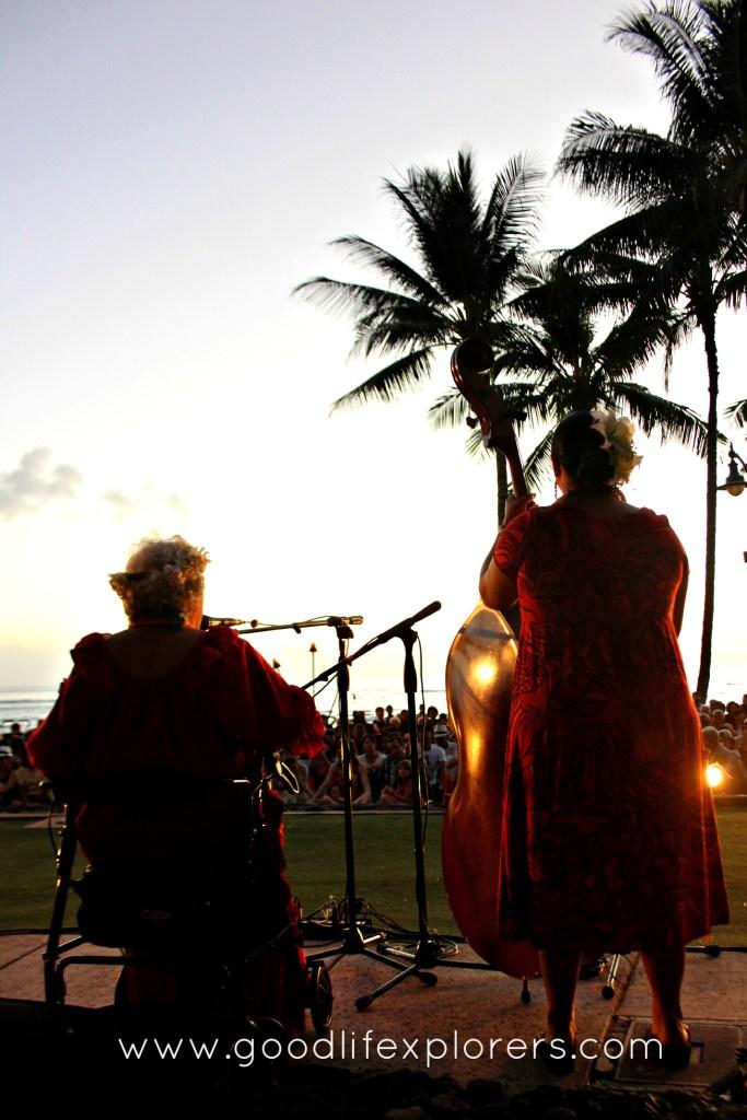 Hawaiian musicians in Waikiki beach , Oahu