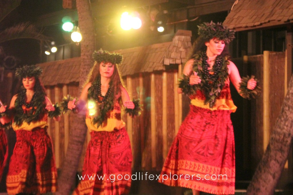 Travelblog, Firethrower, Luau, Oahu, Hawaii,Dancer, Germaine's