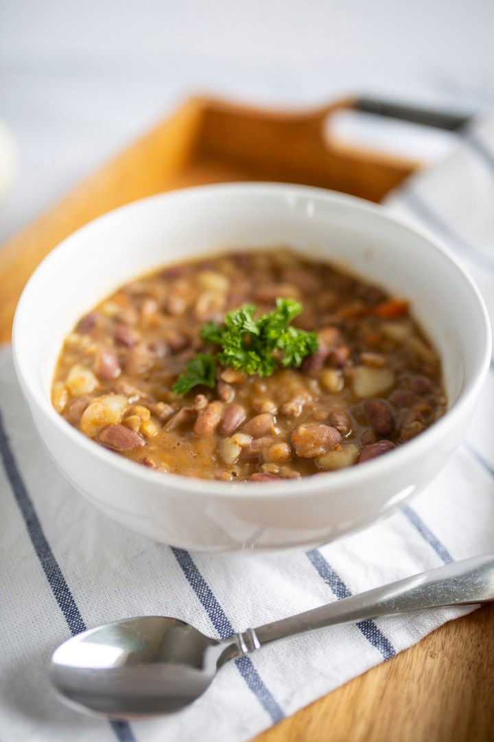 turkey bean soup, soup, hearty, fall, recipes, winter, easy, filling, cheap, affordable, turkey, protein, one pot meal, dinner, recipe, food, how to, instant pot, slow cooked, homemade, delicious, best soup