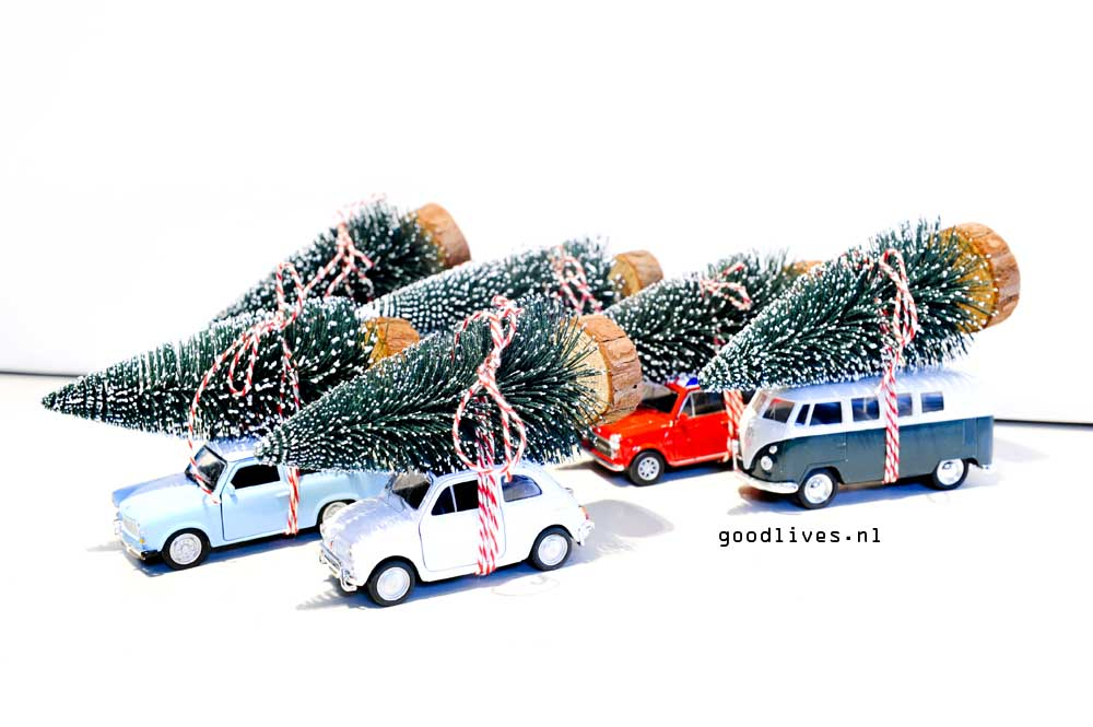 DIY cars from Action Nederland with Christmas tree on roof on Goodlives.nl