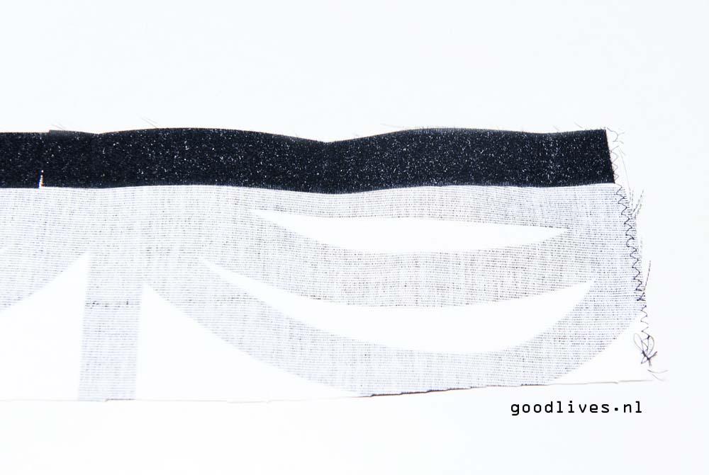 DIY Dog cushion adding velcro tape on Goodlives.nl