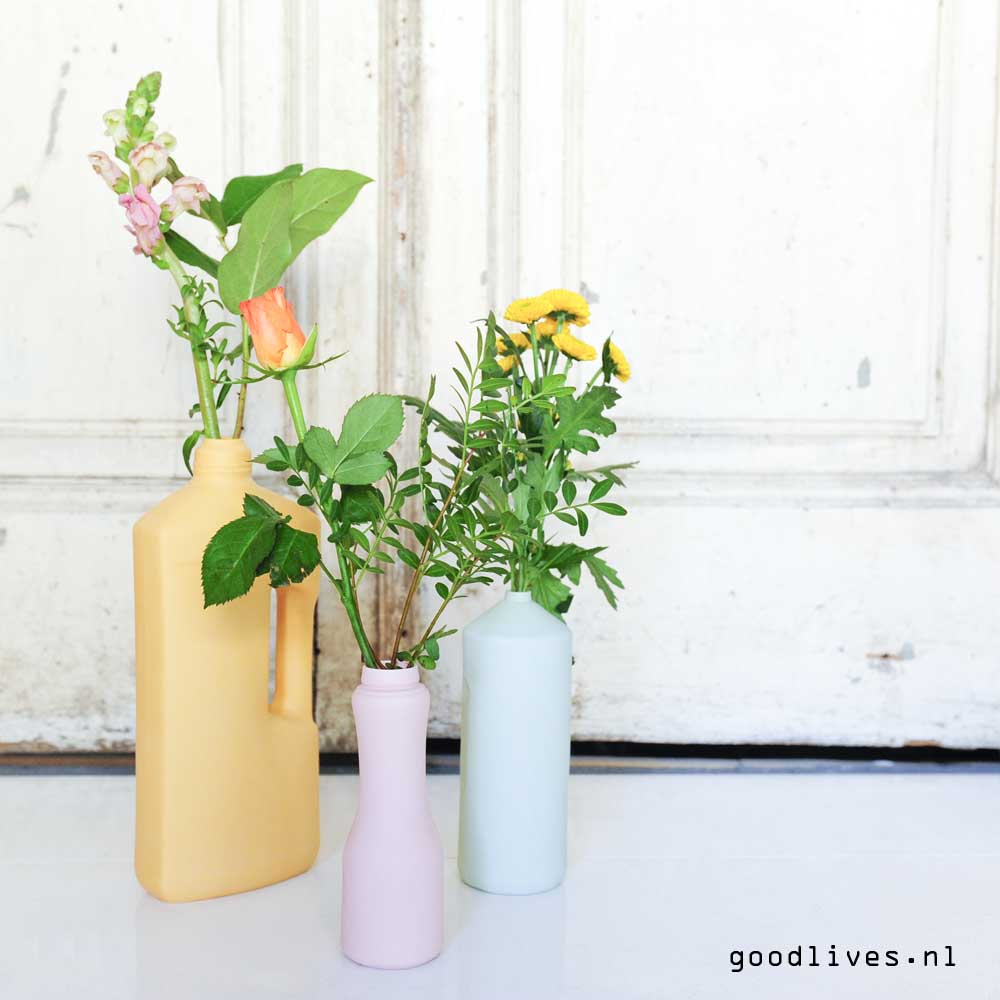 bottle vases FoekjeFleur before old doors