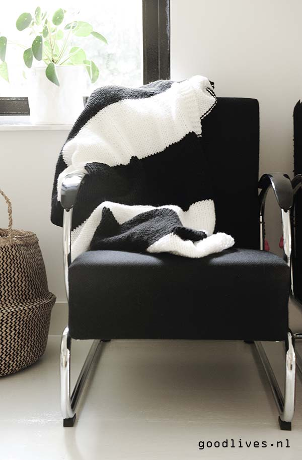 Black and white plaid over Gispen chair, free pattern on Goodlives.nl