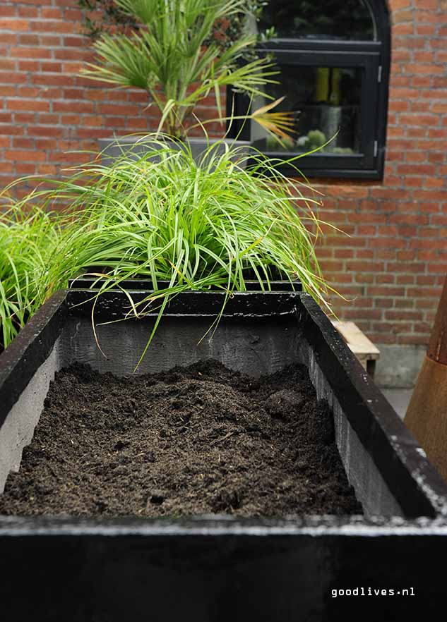 Soil in the fiber clay planter, Goodlives.nl