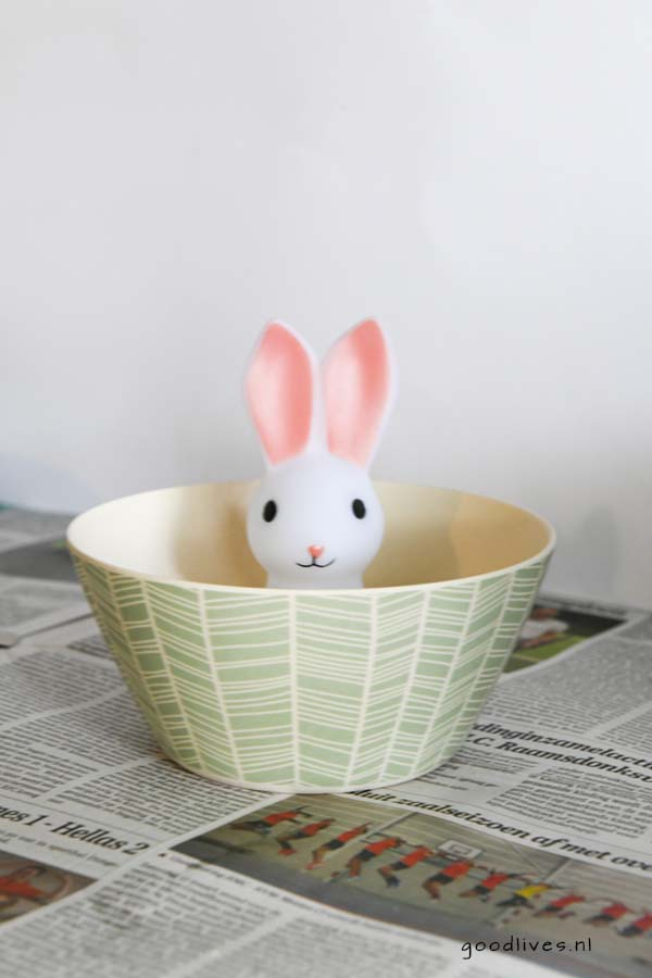 Easter bunny glued into the bowl, DIY goodlives.nl