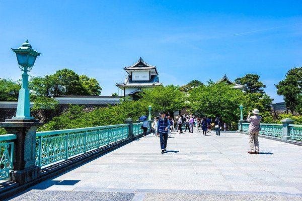 在廣闊又美麗的金澤城公園散步。   好運日本行