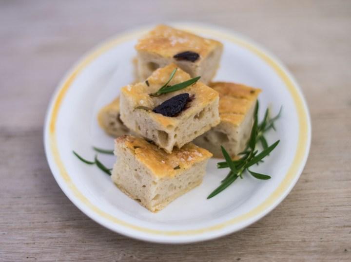 focaccia-med-rosmarin-og-oliven-2
