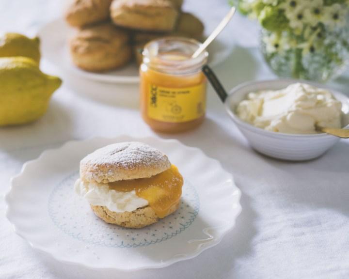 Scones med sitronkrem lemon curd Oliviers & Co