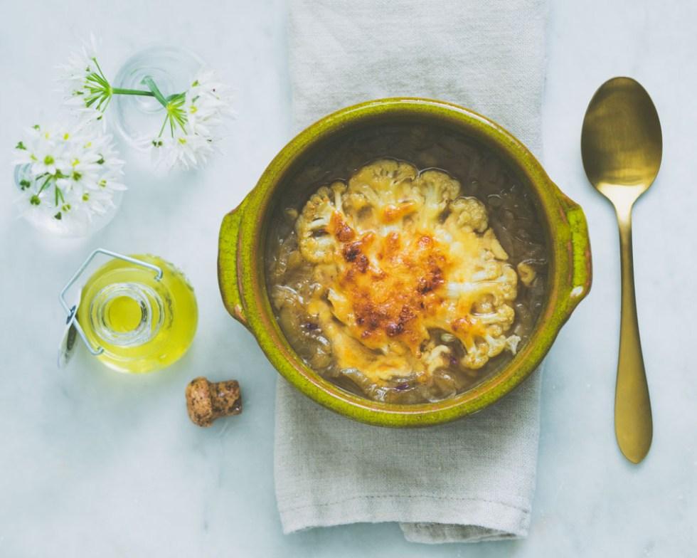 løksuppe med gratinert blomkål