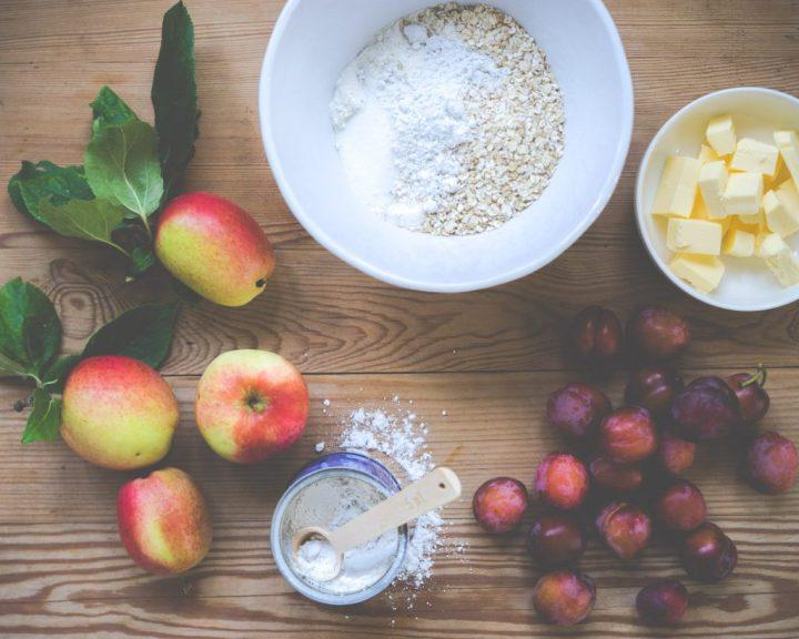 smuldrepai med plomme og eple
