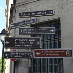Marais Paris-Museums signs